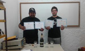 Alumnos con sus diplomas